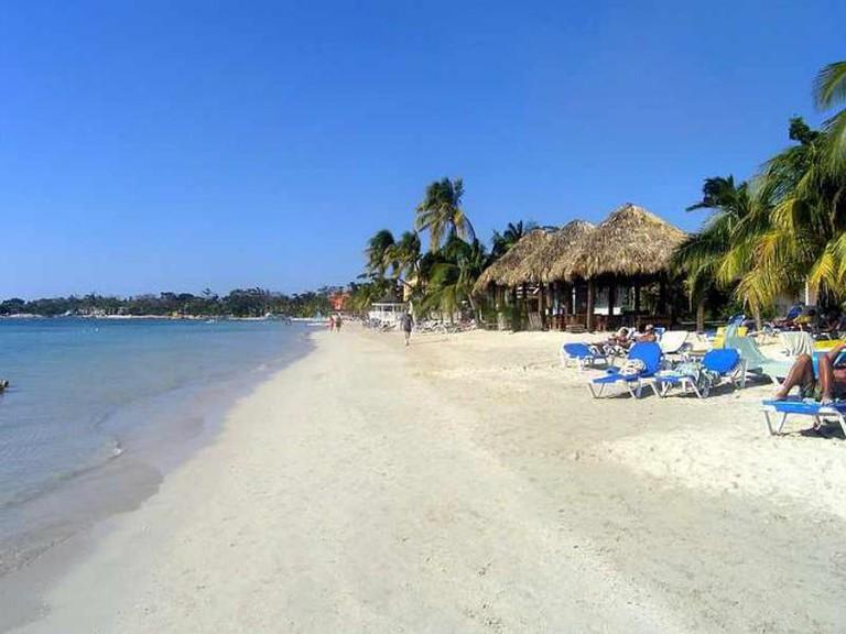 Seven Mile Beach|©Wikimedia