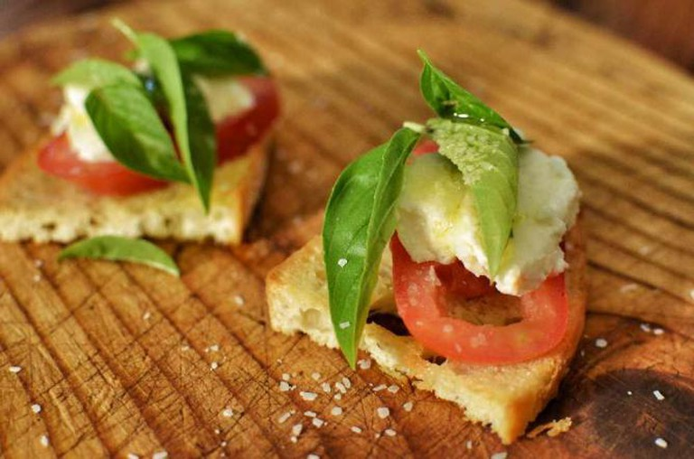 Mmm... Caprese Bruschetta | © jeffreyw/Flickr