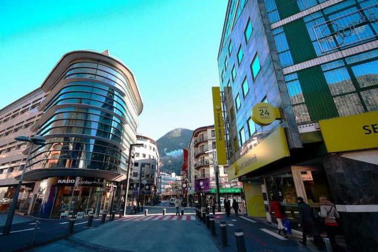 Andorra La Vella high street | © alfonsobenayas/WikiCommons