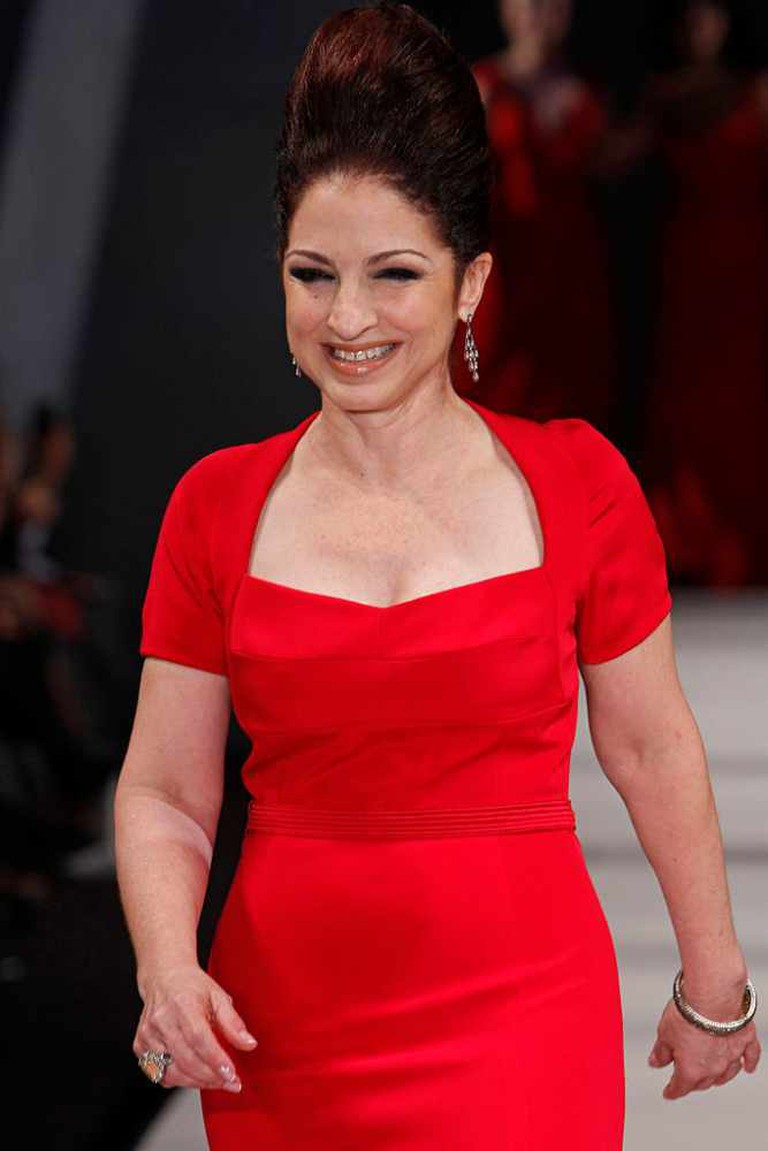 Gloria Estefan in Narciso Rodriguez | © The Heart Truth/WikiCommons