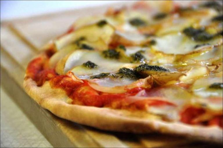 Thin-crust pizza | © Northamerica1000/WikiCommons