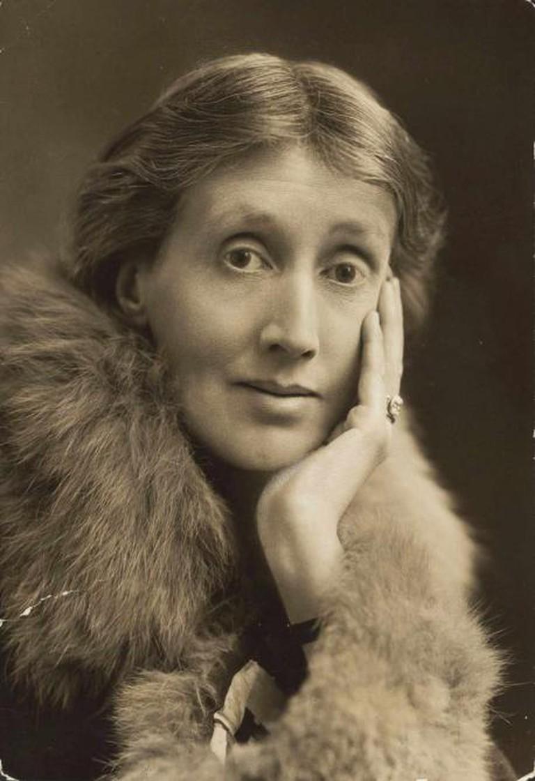 Virginia Woolf, circa 1927 | © Racconish/WikiCommons