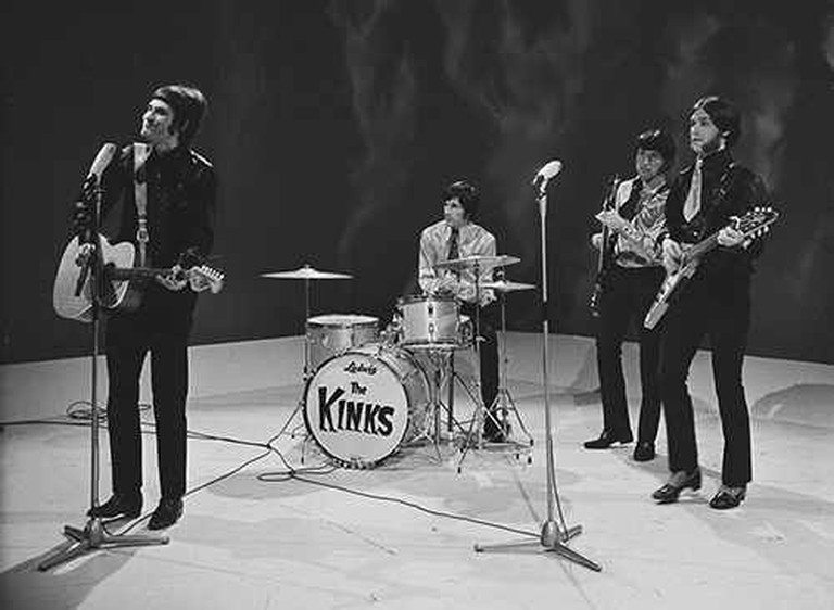 The Kinks Sunny Afternoon | © Fanclub_-_The_Kinks_2.png: VARA/WikiCommons