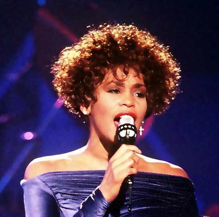 Whitney Houston | © PH2 Mark Kettenhofen/WikiCommons