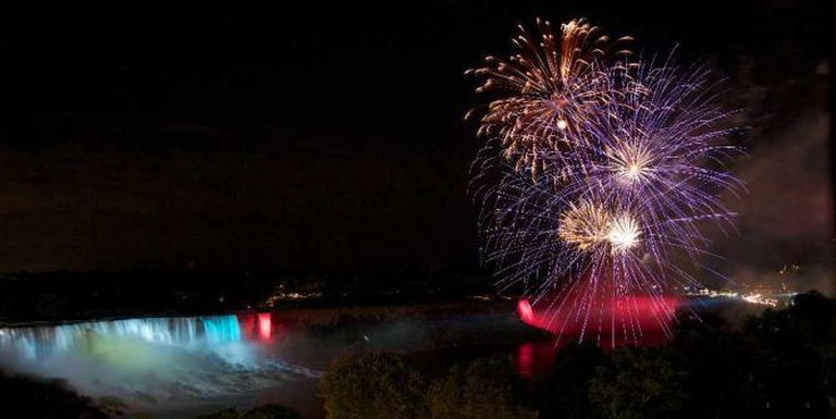 Niagara Falls Fireworks | © TranceMist/Flickr