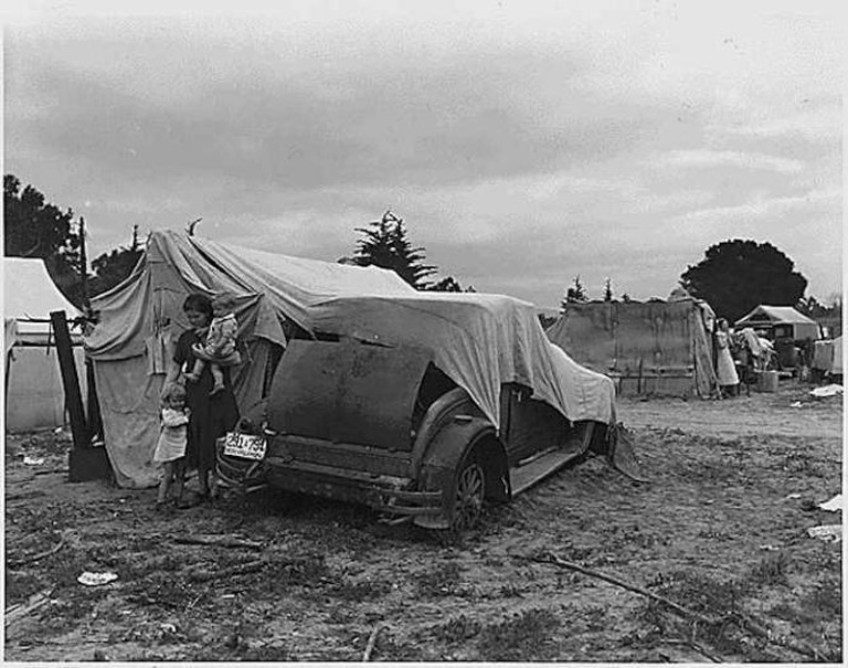Migrant family looking for work in the pea fields of California | © Franklin D. Roosevelt Presidential Library and Museum