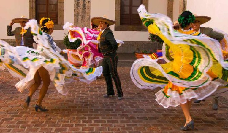 Traditional Mexican folk dancers © Rom/Flickr