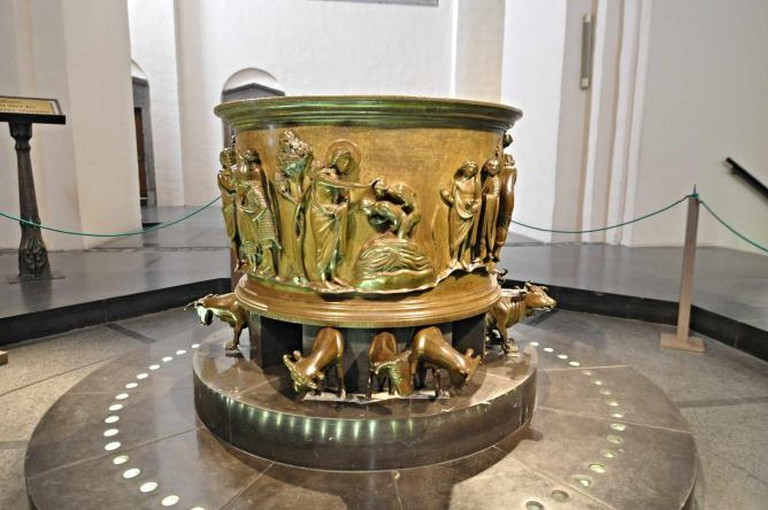 Baptismal Font of Saint Bartholomew's | © ArsenG/WikiCommons