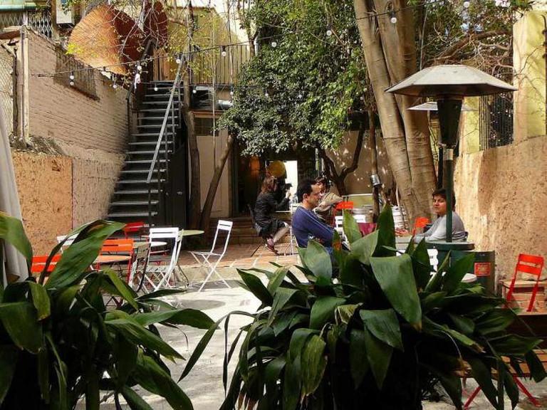 Step into the quaint back garden of Fragments Café   © marimbajlamesa/Flickr