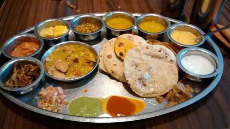 Marwadi Gujarati Thali | © Rahul Nadgauda/WikiCommons