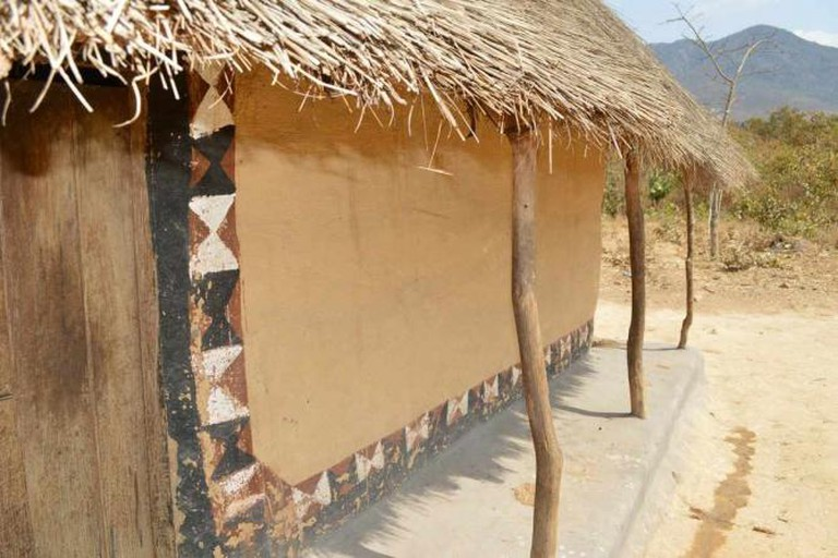 Malawi home with verandah and painted decoration in Chakhutupa village (submitted by Jon Sojkowski)