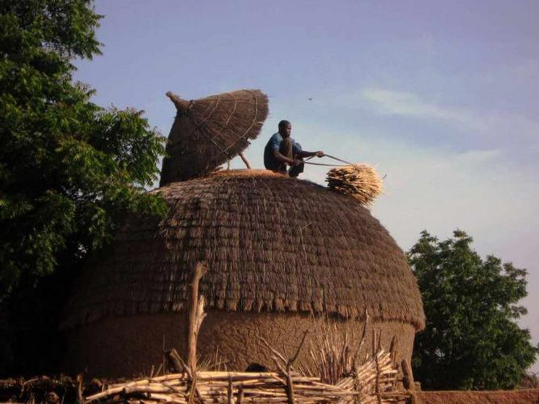 Niger granary getting millet out | © Jody Kincaid