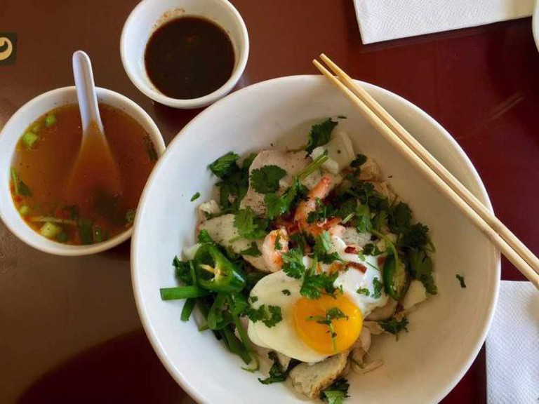 Dry noodle with soup on the side | © Morris H., Yelp