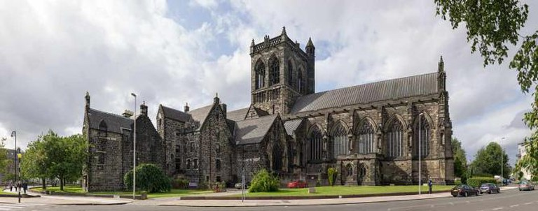 Paisley Abbey from the south east on Cotton Street | © User:Colin/Wikimedia Commons/CC-BY-SA-3.0