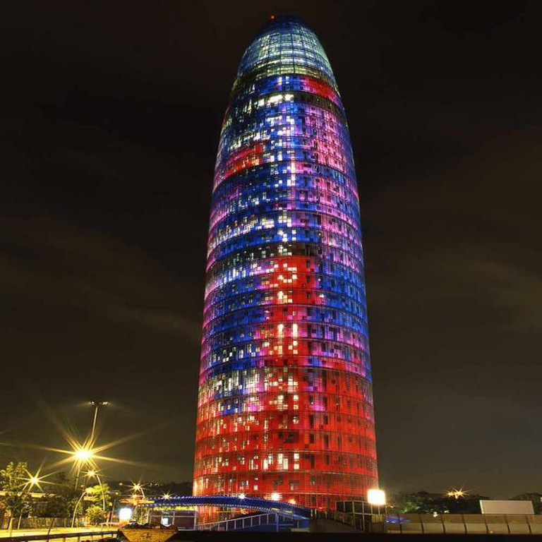 Torre Agbar lit up at night  | © Lu.ks/WikiCommons