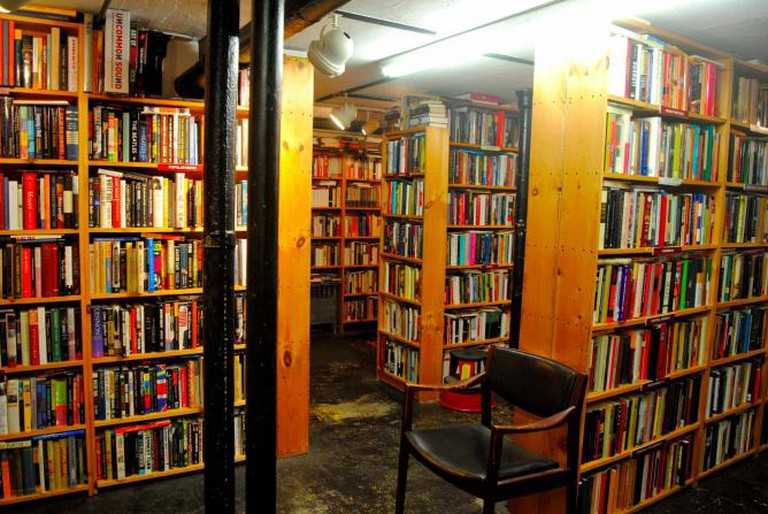 Bookshelves inside Raven Used Books | © Alyssa Erspamer