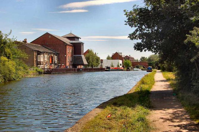 Leeds and Liverpool canal ©Ronald Saunders/Flickr