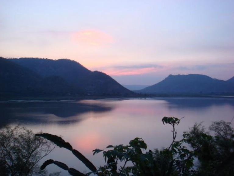 Dusk at Siliserh lake | ©Pravin Bhooshan