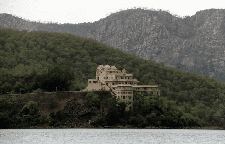 Distant shot of the Siliserh Palace from the lake