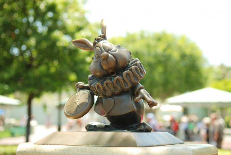 Disneyland Bronze – White Rabbit, Disneyland Anaheim | © Denise Cross Photography/Flickr