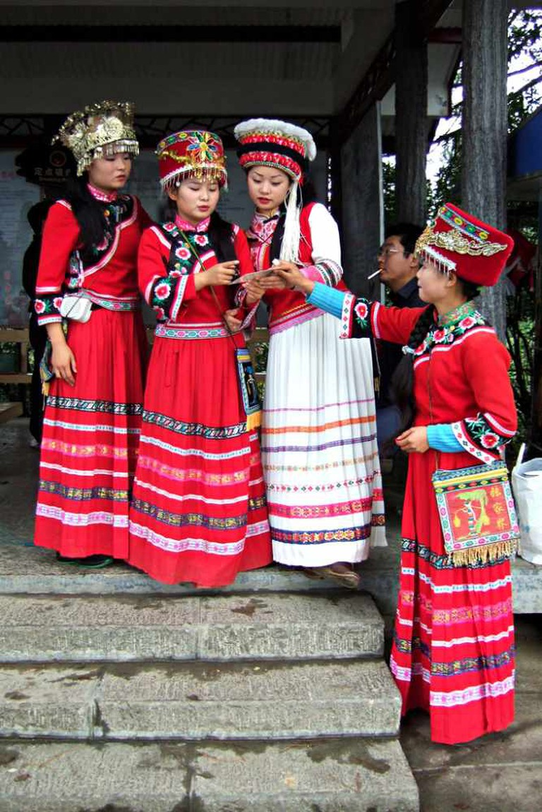 Tujia women in traditional dress | © Filipe Fortes/Flickr