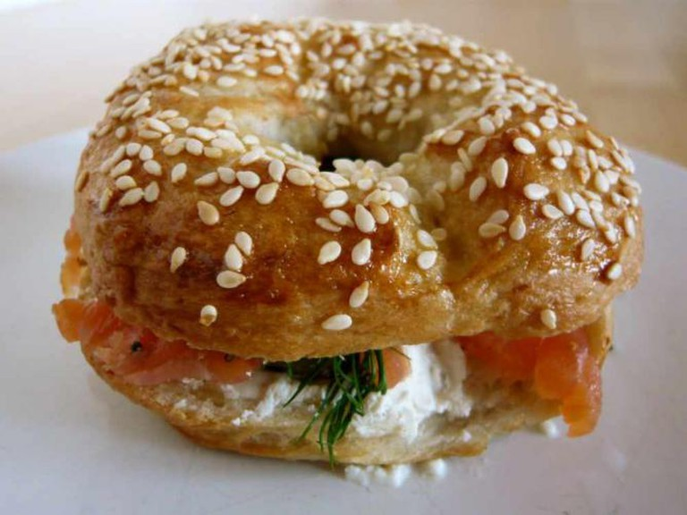 Smoked salmon and cream cheese bagel | © Jessica Spengler/Flickr