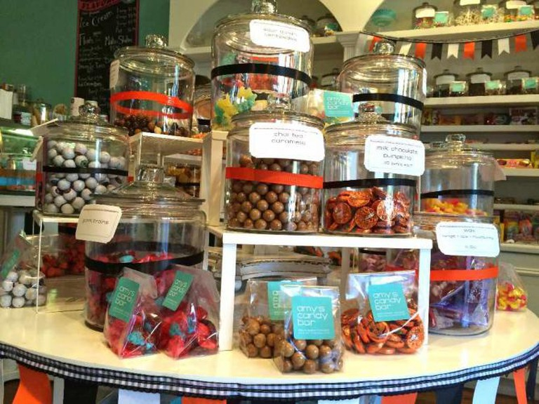 Jars of Candy at Amy's | © Benita Gingerella