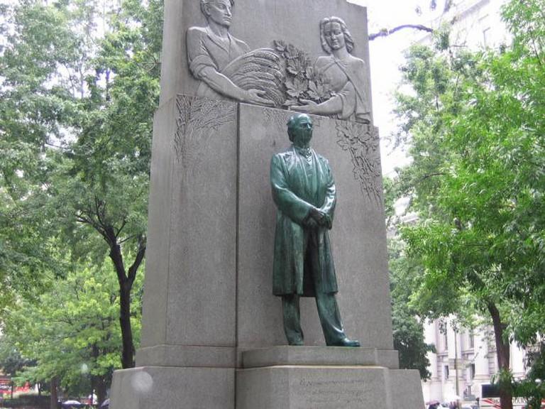 Sir Wilfrid Laurier Statue
