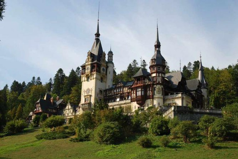Peles Castle, one of the many wonders that awaits you in Romania | © Tihomir/Pixabay