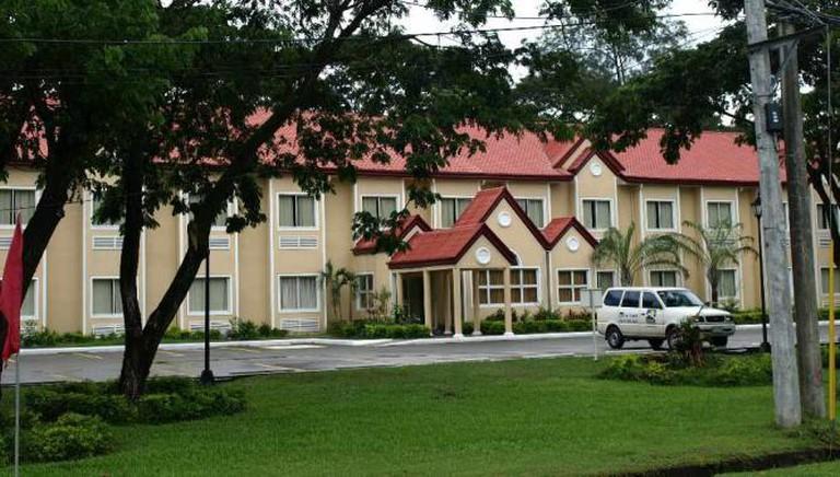 Microtel Inn & Suites, Tarlac, Philippines | © Jun Acullador/Flickr