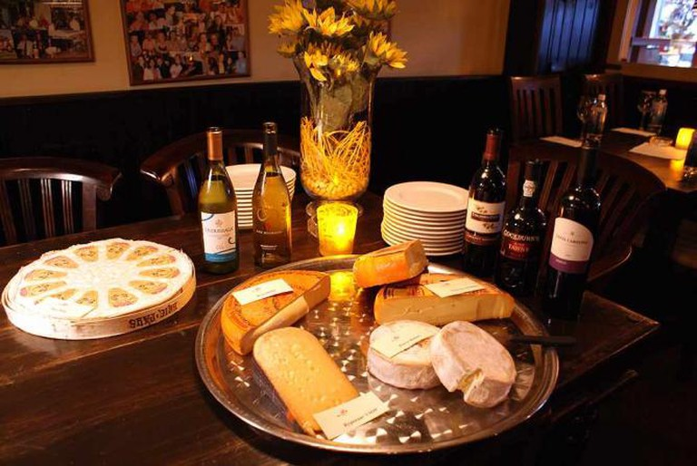 Cheese and wine tasting | © FotoCastor/Flickr
