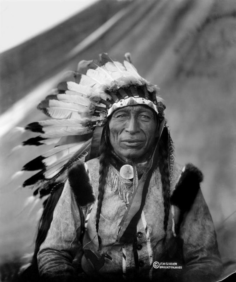 An Example of a Native American War Bonnet | © Fredrick W. Glasier/WikiCommons