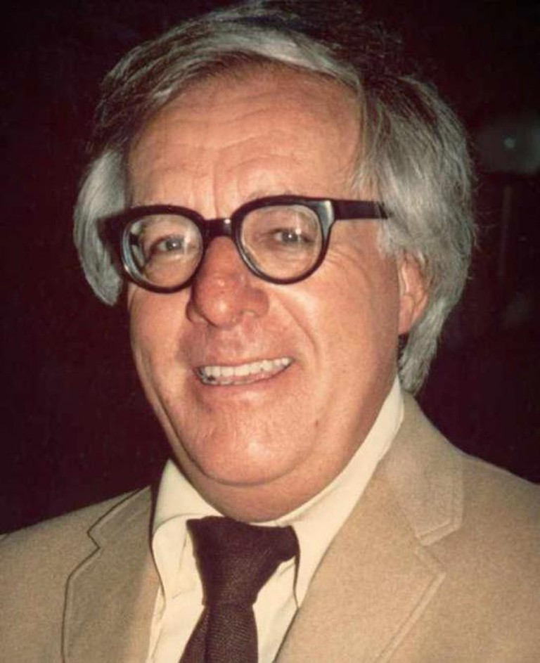 Ray Bradbury (1975) -cropped- | © Alan Light/Wikimedia Commons
