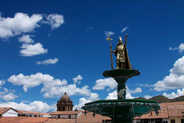 Peru - Cusco 010 - Plaza de Armas statue