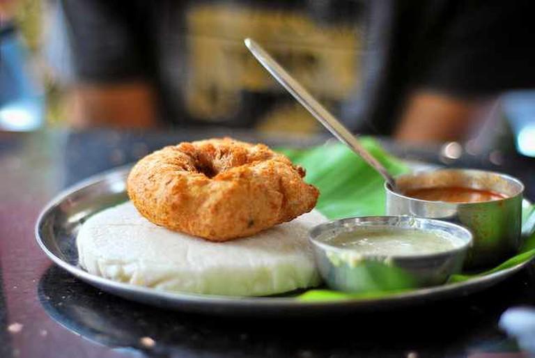 Ondu Plate Idli Vada | © Harsha K R/Flickr