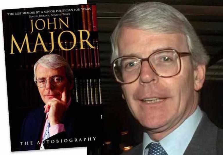 John Major: The Autobiography | © Harper Collins Publishers Ltd. / John Major 1996 | © PFC TRACEY L. HALL-LEAHY/WikiCommons