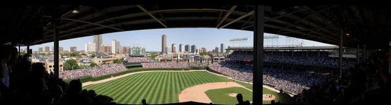 Wrigley Field Panoramic View © Jauerback/Wikicommons