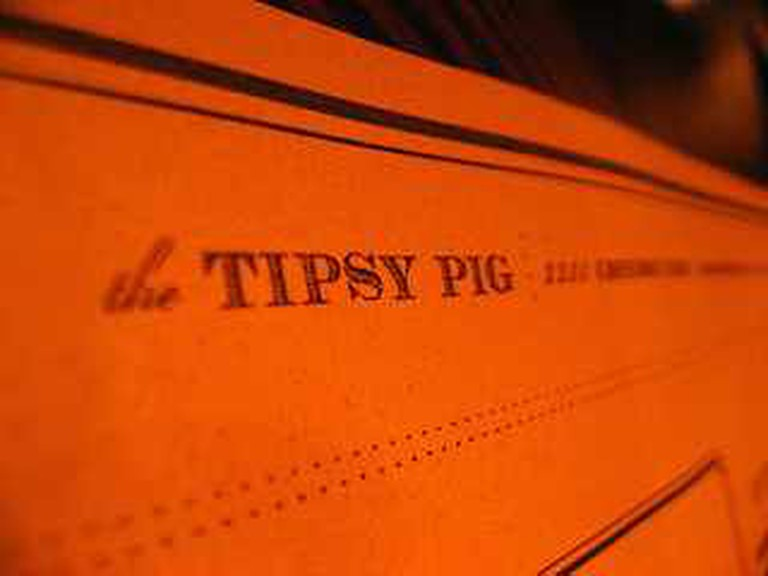 The Tipsy Pig © _e.t/Flickr