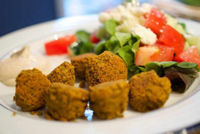 Homemade Falafel with Tahini Sauce and Greek Salad | © Austin Kirk/Flickr