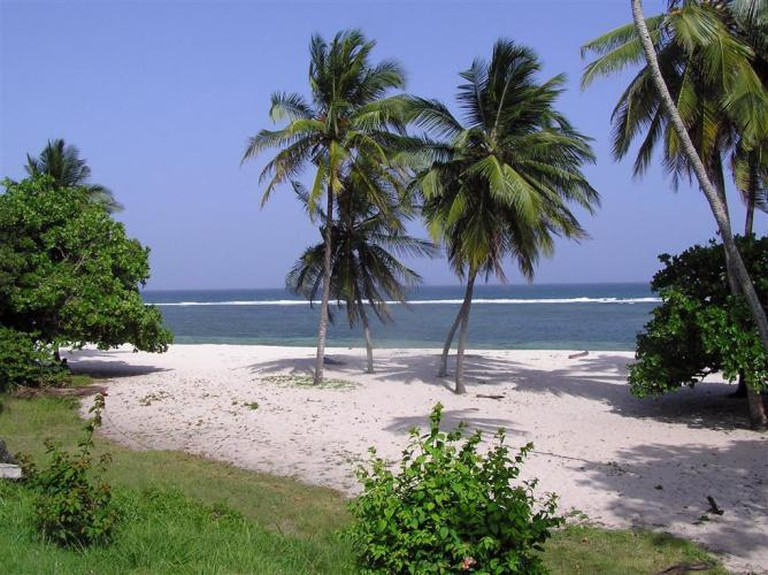Tiwi Beach | © prilfish/Flickr