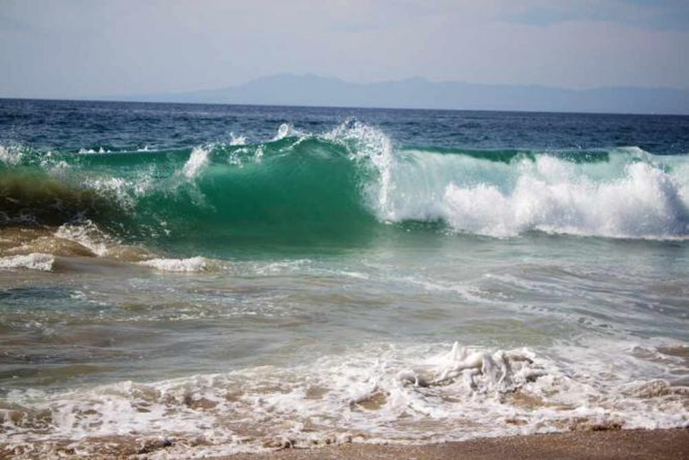 Crashing waves at Los Muertos © Gus/Flickr