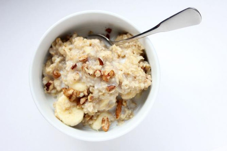 Porridge with nuts and fruit l