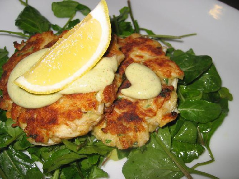 Crab cakes I © Sheri Wetherell/Flickr