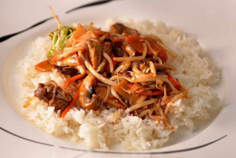 Chop Suey mit Reis | © Dirk Vorderstraße/Flickr