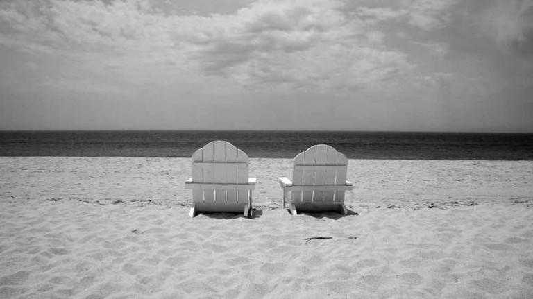 Sentados en la playa