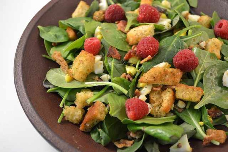Spinach Salad with Raspberries | © Highcarbonsteel/WikiCommons