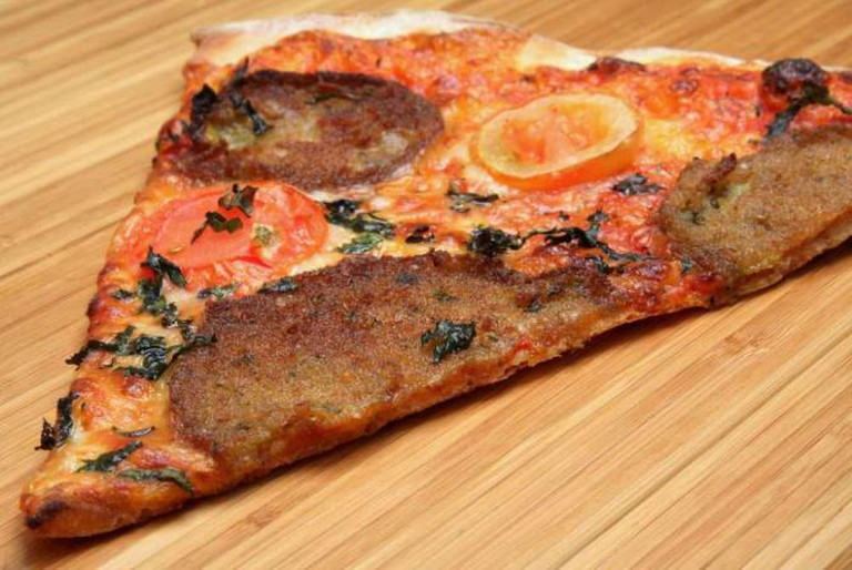 Breaded eggplant pizza | © Larry/Flickr