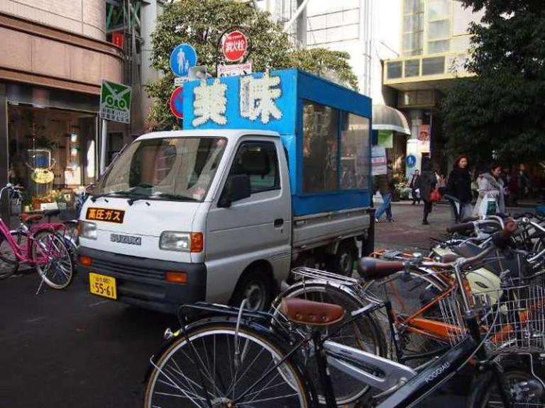 Ishi yaki imo shop car | © Yuichiro Haga/Flickr