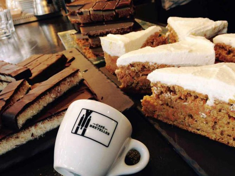 Cheesecake, carrot cake, and twix et bounty maison | Courtesy of Café Bretelles