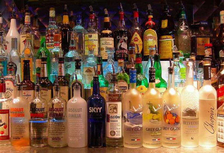 Bottles at a bar | © Sean/Flickr